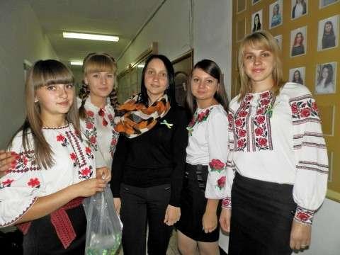 Люби Україну - одягни блакитно-жовту стрічку (2)